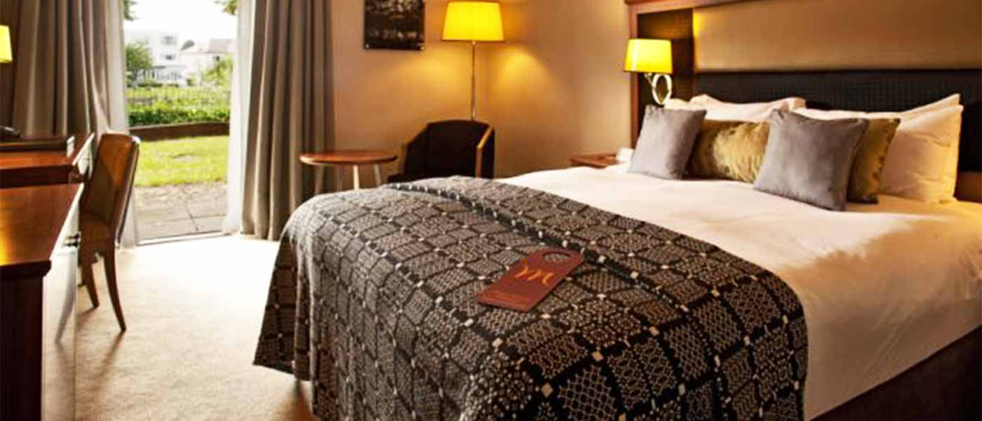 Mercure London Staines-upon-Thames Hotel bedroom